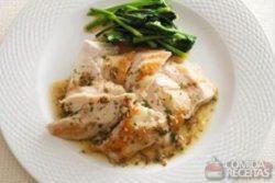 Sautee de peito de frango com molho de anchova