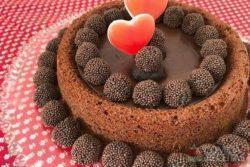 Bolo de chocolate com creme de avelã