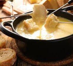 Fondue de queijos Gruyére, Maasdam e Estepe
