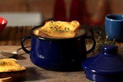 Sopa de cebola gratinada especial