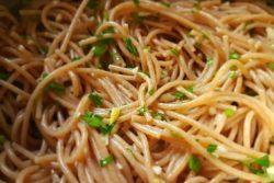 Espaguete ao alho