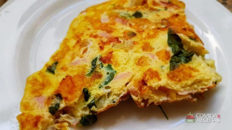 Omelete com presunto e espinafre