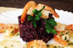 Arroz preto com camarão