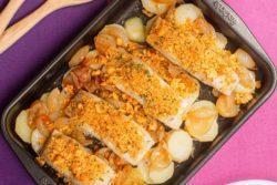 Bacalhau com broa de milho e batata assada