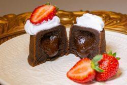 Bolo de chocolate cremoso da Beca