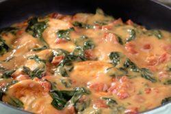 Frango ao molho de queijo e espinafre