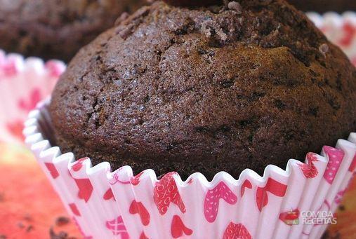Muffin de chocolate com cereja
