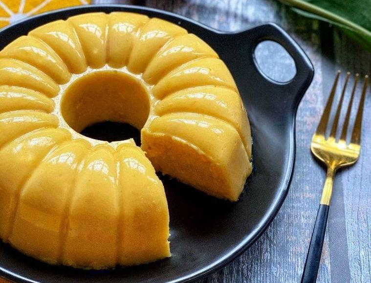 Pudim de milho especial com calda de laranja