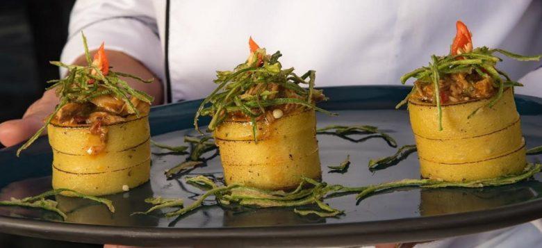 Ragu de frango caipira com polenta