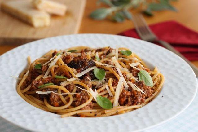 Spaghetti com molho bolonhesa ao funghi