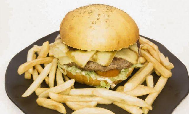 Hambúrguer de pão de abóbora com carne de alcatra