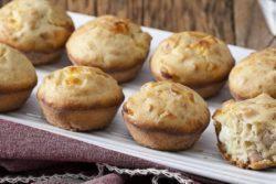 Muffim de peito de peru e queijo