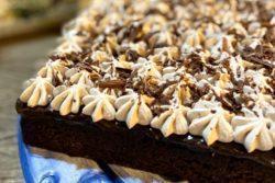 Poke cake de chocolate