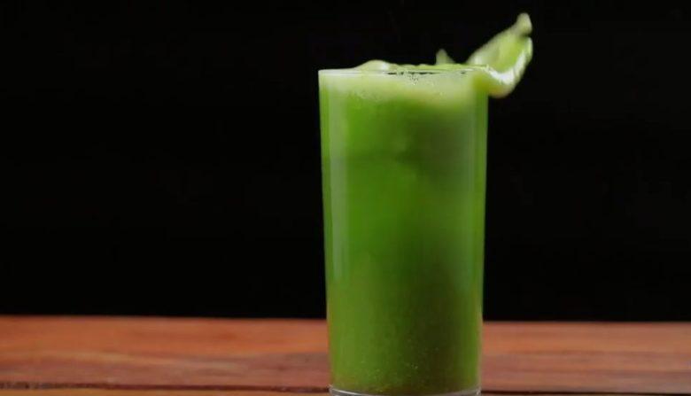 Suco verde com água de coco