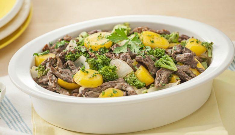 Tirinhas de carne e legumes