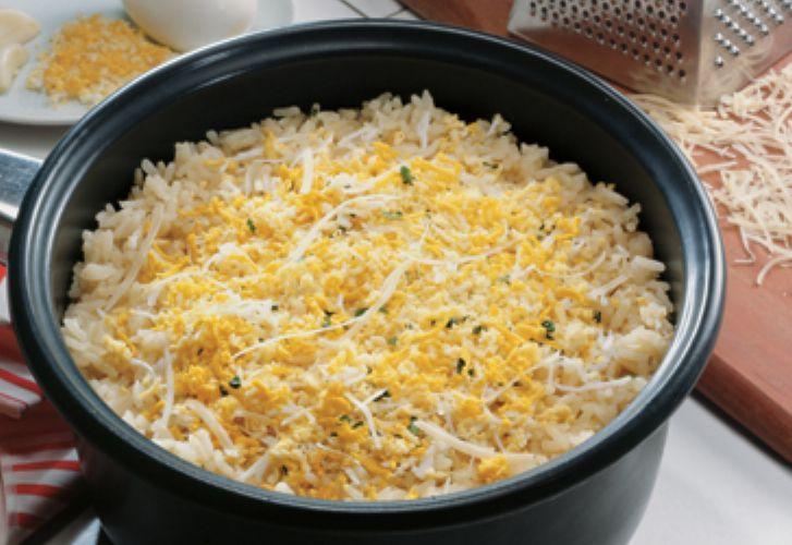 Arroz amarelinho com ovo