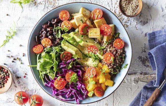 Salada no bowl e azeite