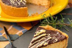Torta mousse de maracujá com ganache de chocolate