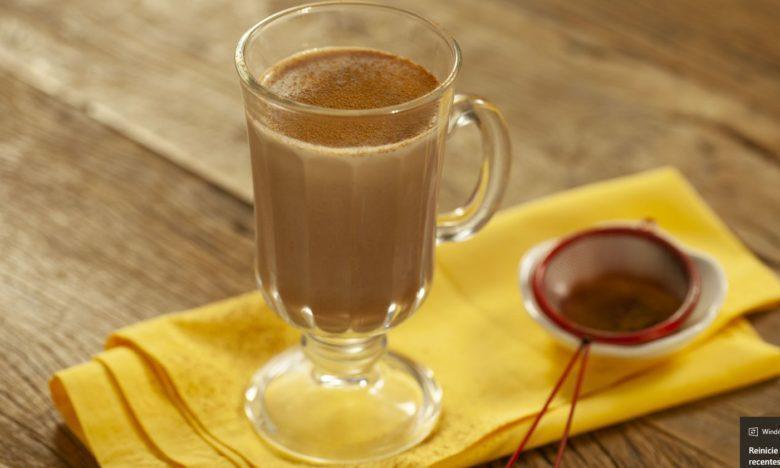 Chocolate quente Submarino com Baton