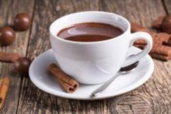 Chocolate quente cremoso tradicional