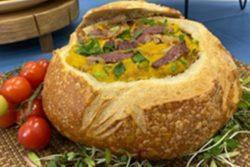 Creme de abóbora com carne seca no pão italiano