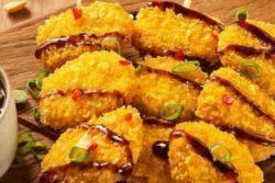 Espetinho nuggets com molho thai