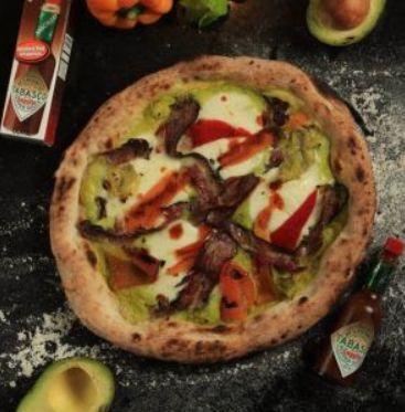 Pizza napolitana com molho Tabasco