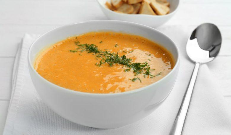 Sopa cremosa de legumes fácil