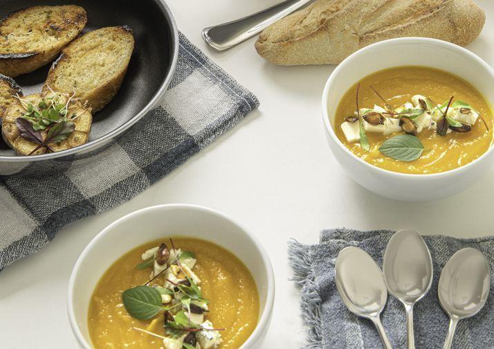 Creme de moranga com gorgonzola e sementes tostadas