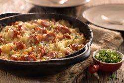 Arroz especial de forno com salsicha