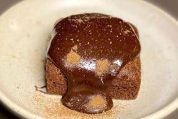 Brownie funcional com creme de avelã
