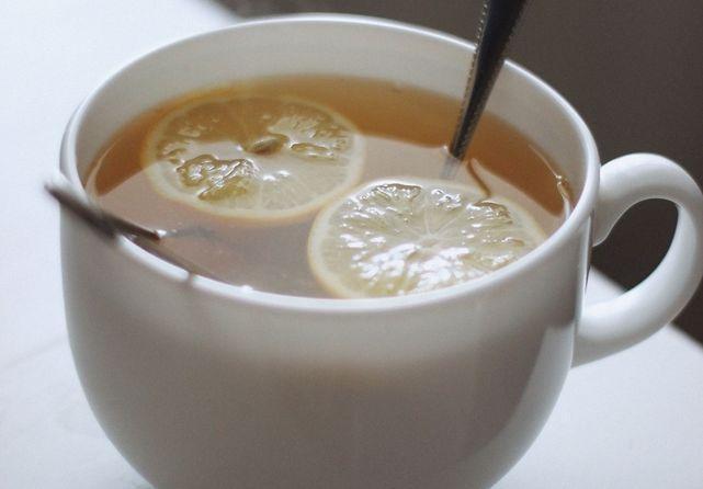 Chá de gengibre, mel e limão