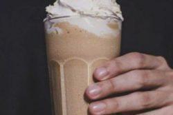 Milkshake com coquetel de doce de leite