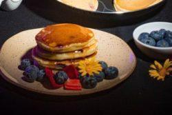 Panqueca americana com blueberrie