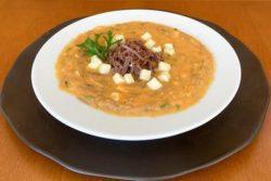 Sopa creme de jerimum com carne de sol e queijo coalho
