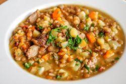Sopa especial de lentilha e legumes