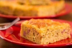 Torta salgada de milho com linguiça