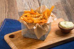 Batata frita com páprica e parmesão