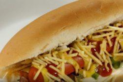 Hot dog temperado e crocante
