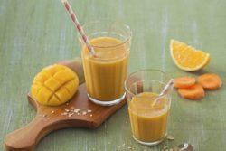 Vitamina de manga com cenoura