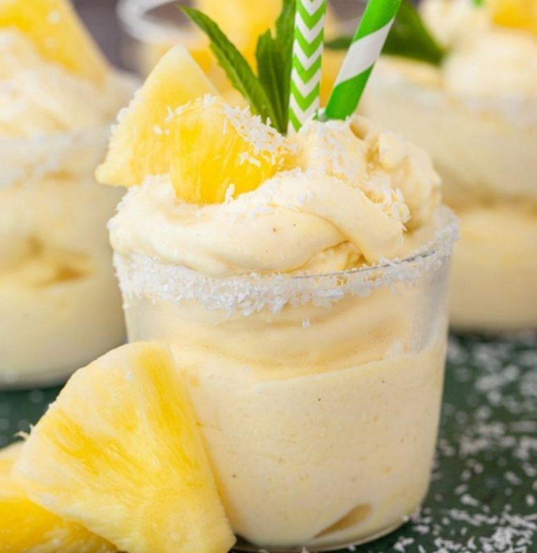 Creme de coco com sorvete de abacaxi