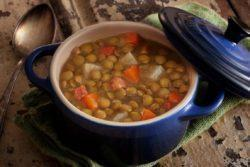 Sopa de lentilha, batata, cenoura e bacon